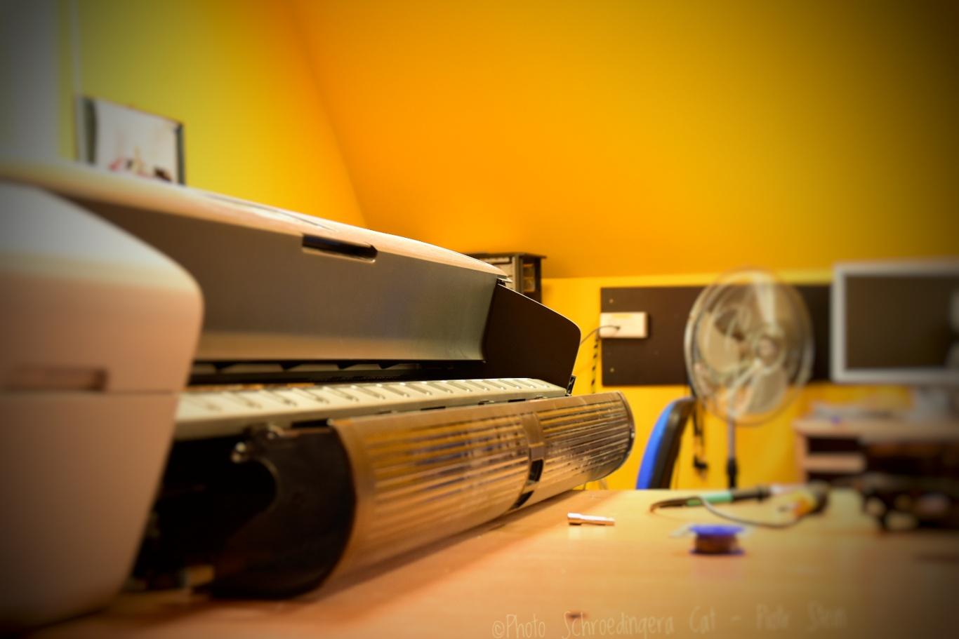 Naprawa i serwis ploterów. © Zdjęcie za zgodą Akte.com.pl i autora @PhotoSchroedingerCat https://akte.com.pl/naprawa-i-serwis-plotterow-hp/
