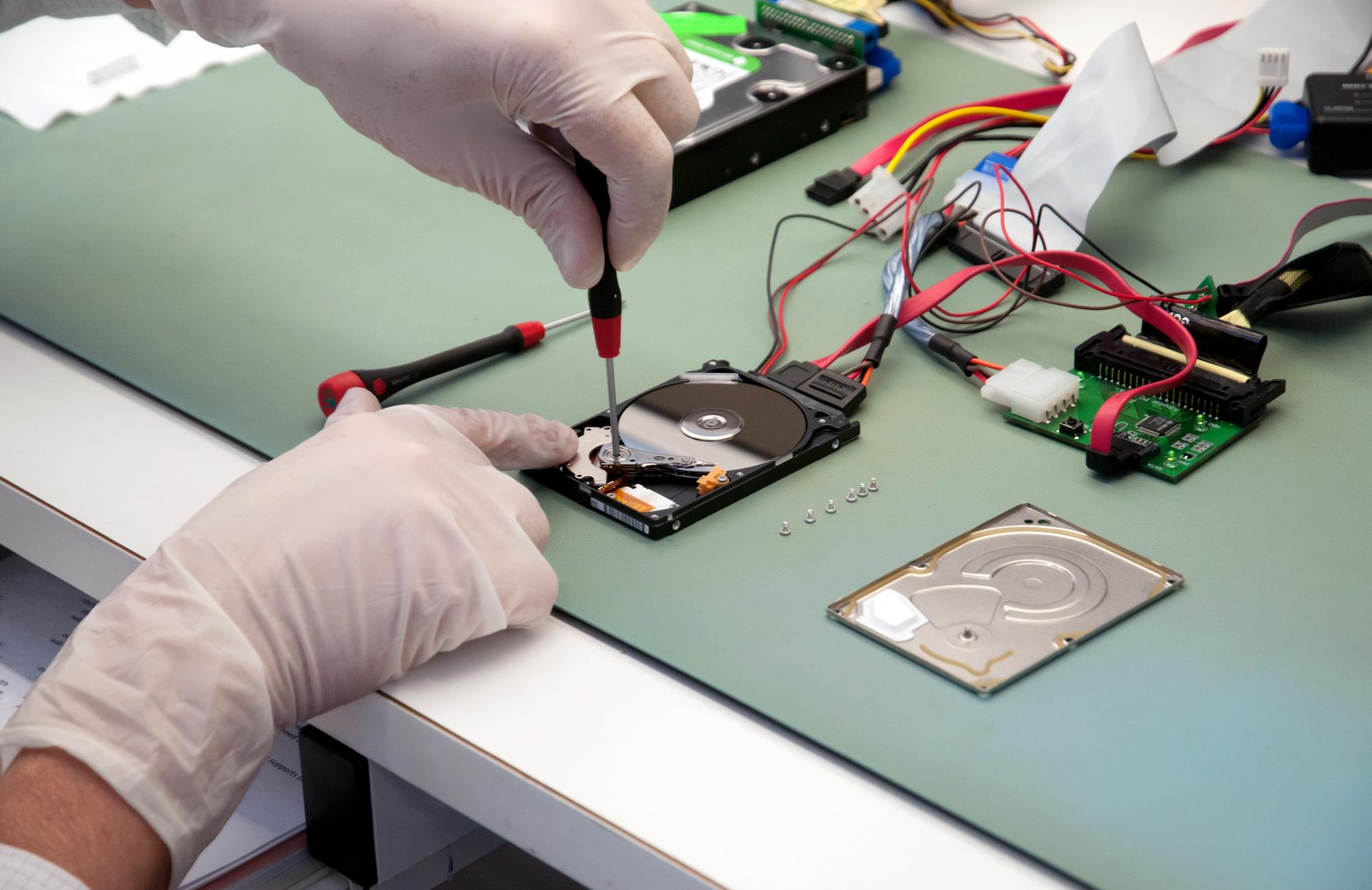 Odzyskiwanie danych z SSD darmowy program, płatny program a fachowy serwis.